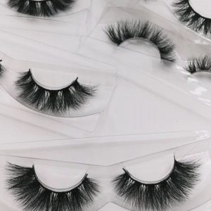 You can own charming electric eye by wearing false mink eyelashes easily