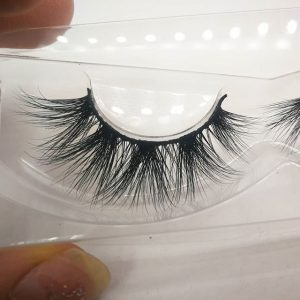 How to paste false mink eyelashes can make the small eyes more bigger?